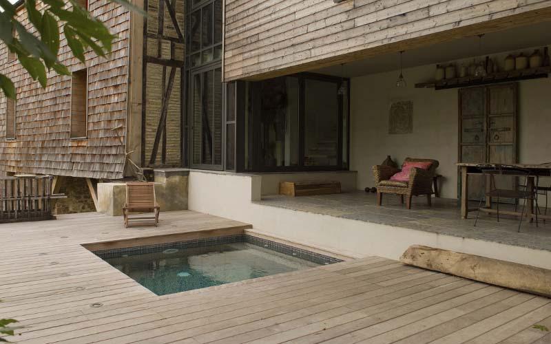 mini piscina terraza madera