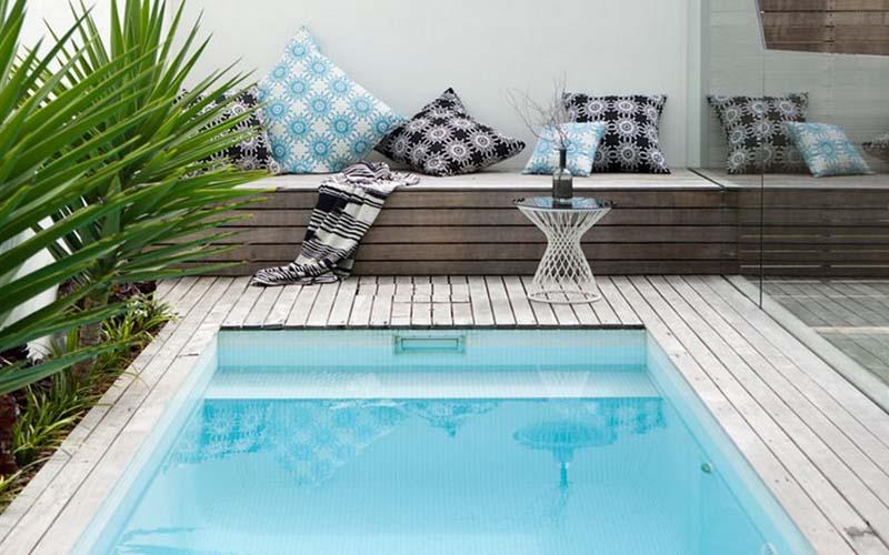 piscina pequeña con encanto