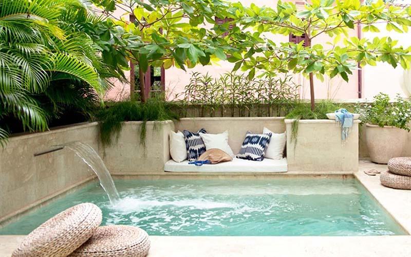piscina pequeña con fuente