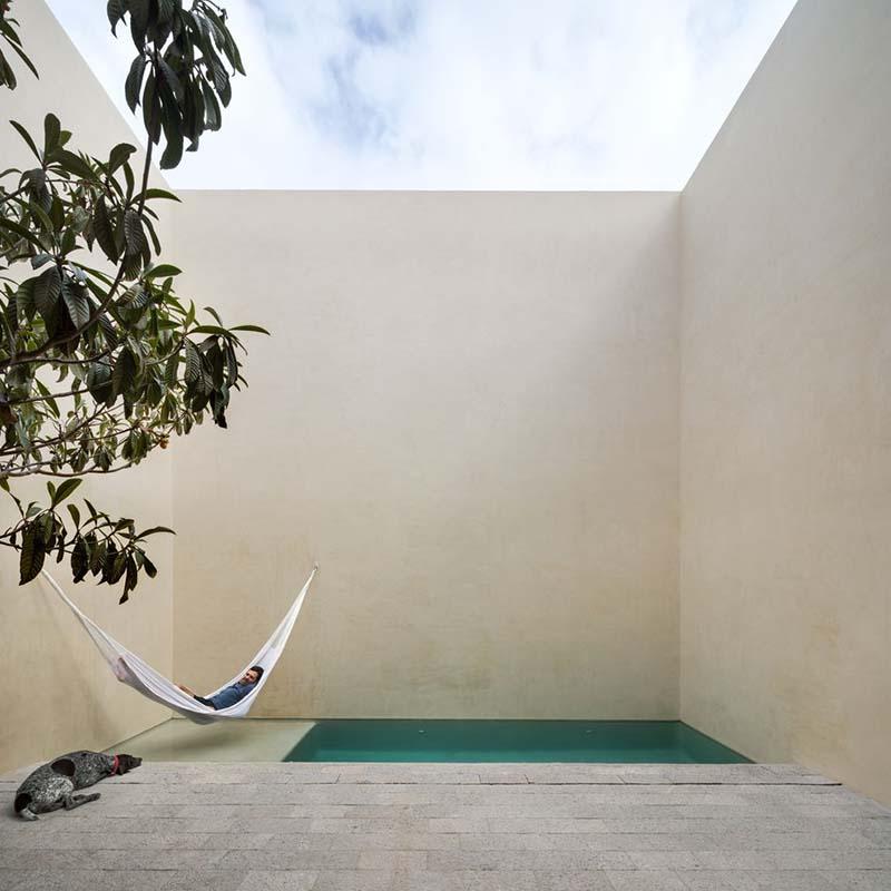 piscina pequeña patio minimalista